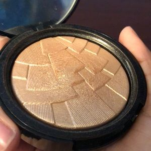 Anastasia Beverly Hills so Hollywood highlighter